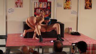 Liz Rainbow e Capitano Eric show privato allo sttand di SpicyLab per ErosPorto18
